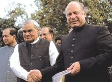 Atal Bihari Vajpayee meeting Nawaz Sharif (Source: Outlook (Vajpayee, Sharif; Prashant Panjiar))